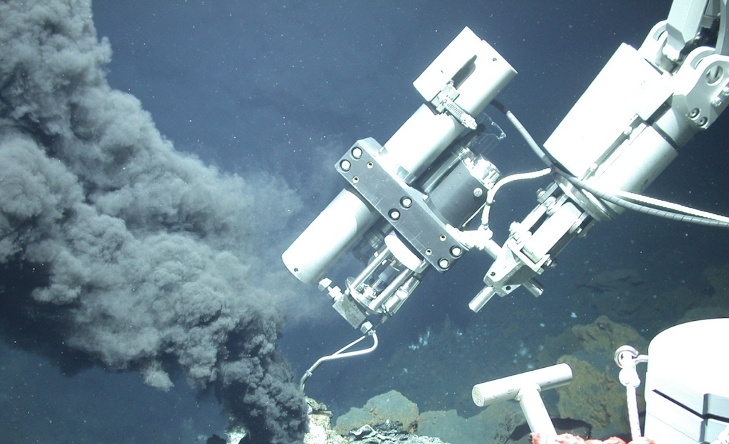 Sampling of hydrothermal fluids by the MARUM ROV QUEST