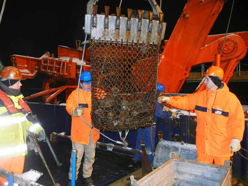 Arctic night shift with successful dredge employment